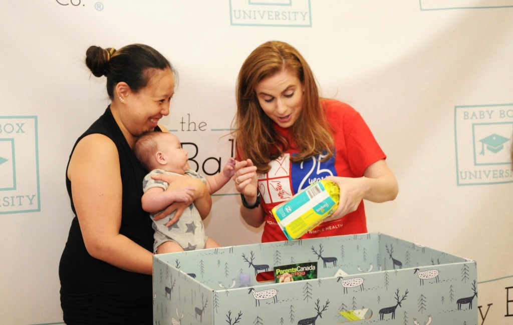 Jennifer Clary, CEO and Founder of The Baby Box Co., with one of the first Ontario mothers receiving their Baby Box. (CNW Group/The Baby Box Co.)
