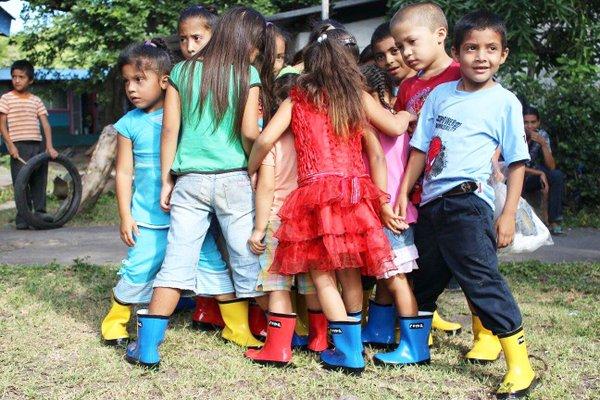 kidswearingboots2